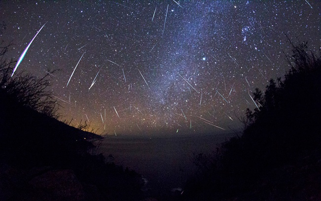 2012 Gemenid Meteor Shower by Kenneth Brandon (click for full size)